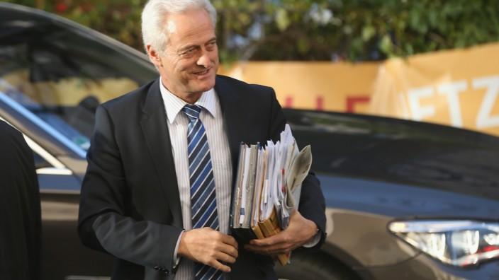 Unfreiwilliger Abgang: Peter Ramsauer verliert seinen Job als Minister.