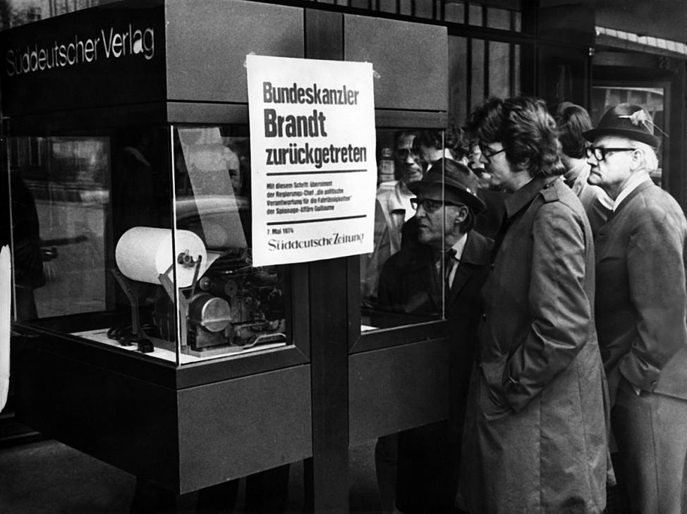 Die SZ informiert über den Rücktritt von Willy Brandt als Bundeskanzler, 1974