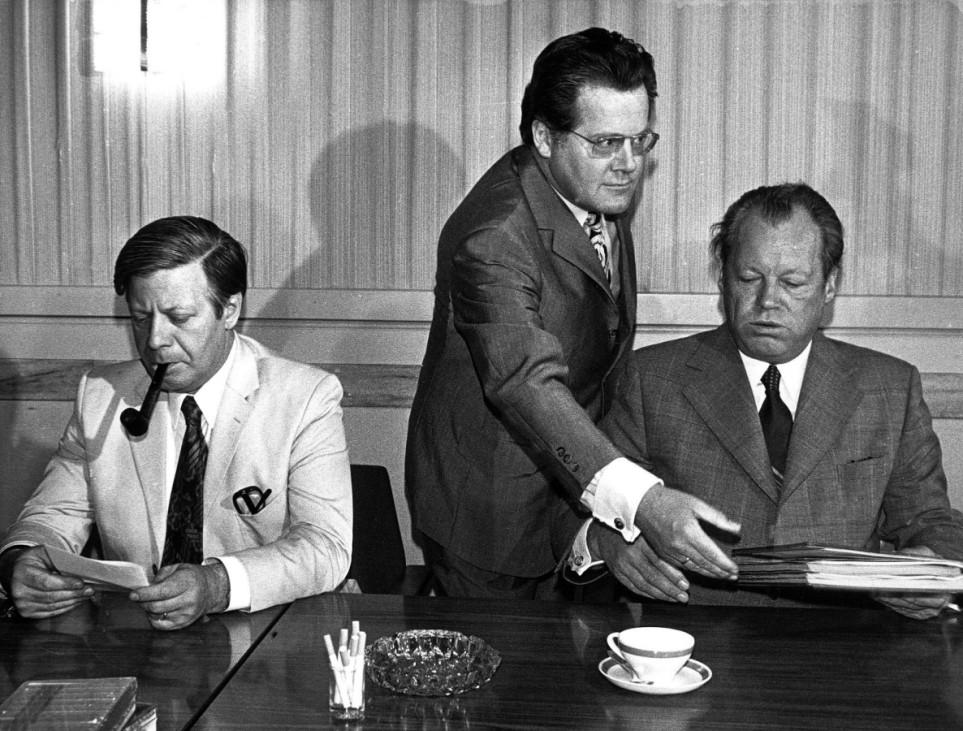 Helmut Schmidt, Günther Guillaume und Willy Brandt bei einer SPD-Vorstandssitzung, 1973