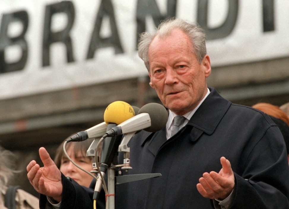 Willy Brandt bei einer Wahlkampfveranstaltung zur Volkskammerwahl in Weimar, 1990