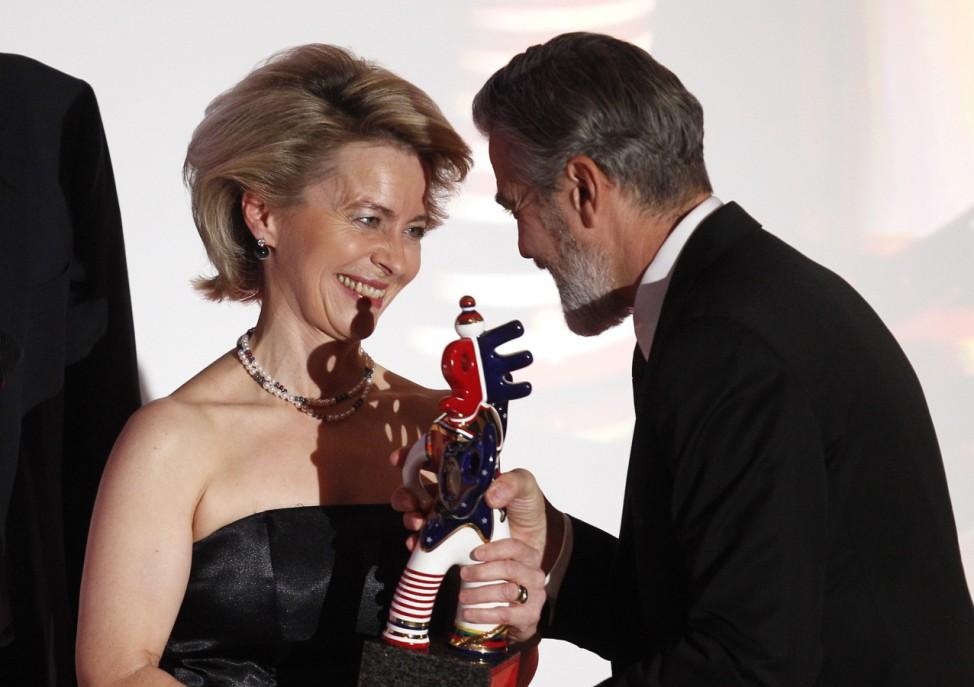 U.S. actor Clooney receives the German Media Award 2012 from German Labour Minister von der Leyen during a ceremony in Baden Baden