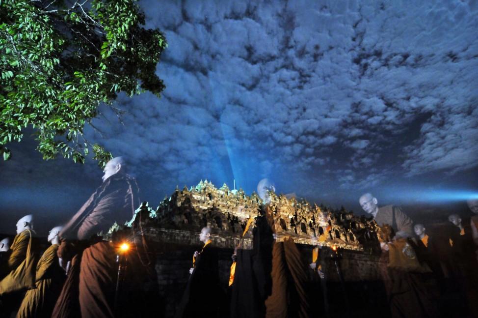 Mönche beten in Borobudur