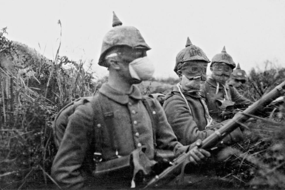Soldaten mit Gasmasken, 1915