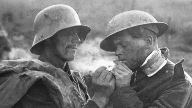 Deutscher und britischer Soldat an der Westfront, 1918