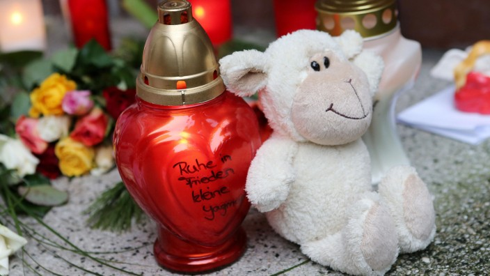 Kerzen für das Missbrauchsopfer Yagmur