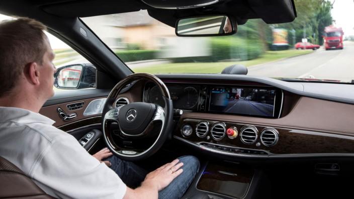 Mercedes plant autonom fahrende Autos ab dem nächsten Jahrzehnt.