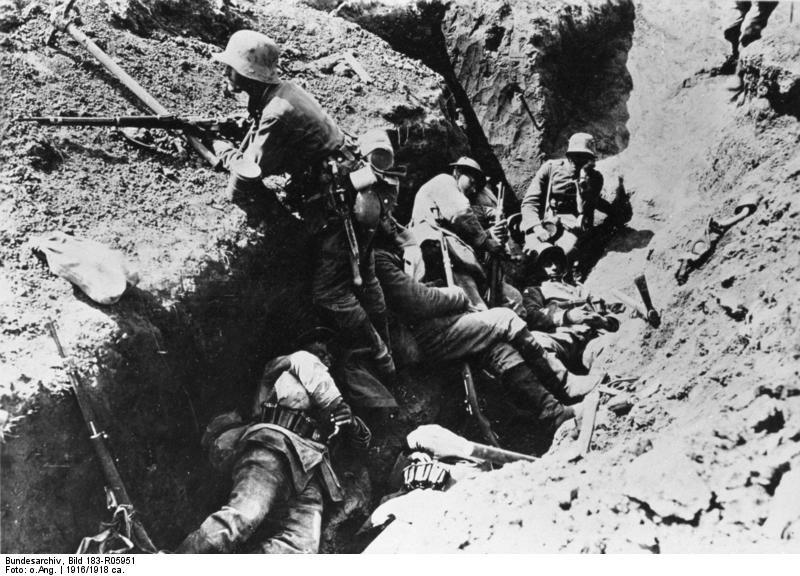 Frankreich, Arras, Soldaten im Schützengraben; Erster Weltkrieg Westfront deutsche Soldaten ruhen aus.
