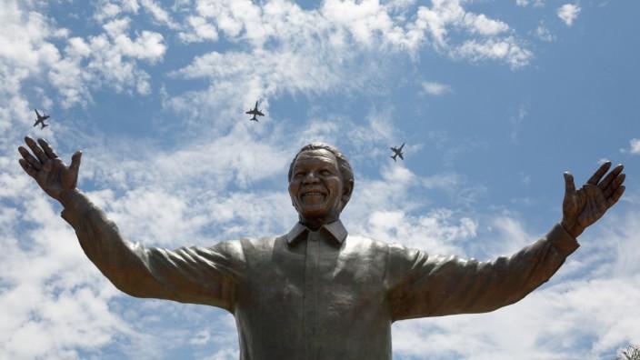Enthüllung der Nelson-Mandela-Statue