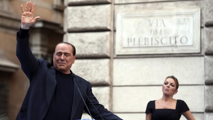 Silvio Berlusconi mit seiner Partnerin Francesca Pascale 2013