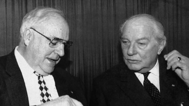 Helmut Kohl und Ewald-Heinrich von Kleist auf der Münchner Konferenz für Sicherheitspolitik, 1996.