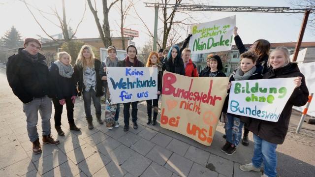 Demo gegen Bundeswehr