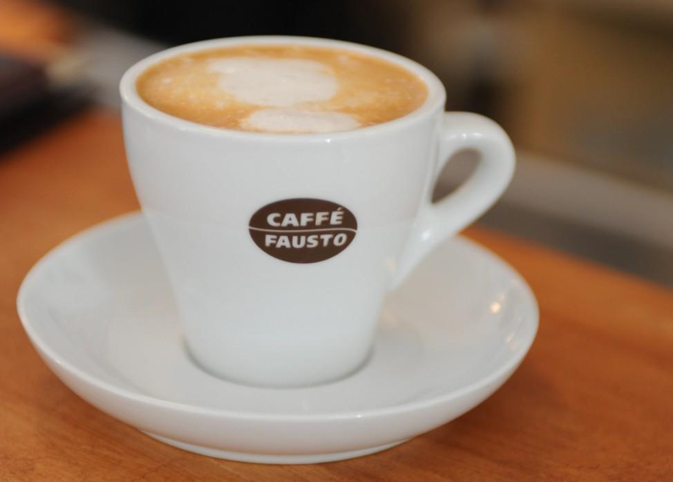 Capuccino im Cafe am Gollierplatz in München, 2011
