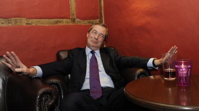 Nigel Farage camapigns in Amersham