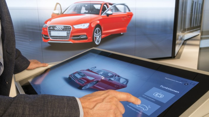 Touchscreen in der Audi City Berlin