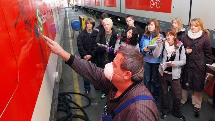Entfernen von Graffiti.