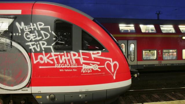 Bahn-Graffiti in Magdeburg.