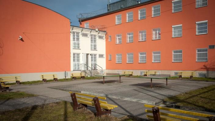 Abschiebung von Flüchtlingen: Bis zu 84 Abschiebehäftlinge können in der Justizvollzugsanstalt Mühldorf untergebracht werden.