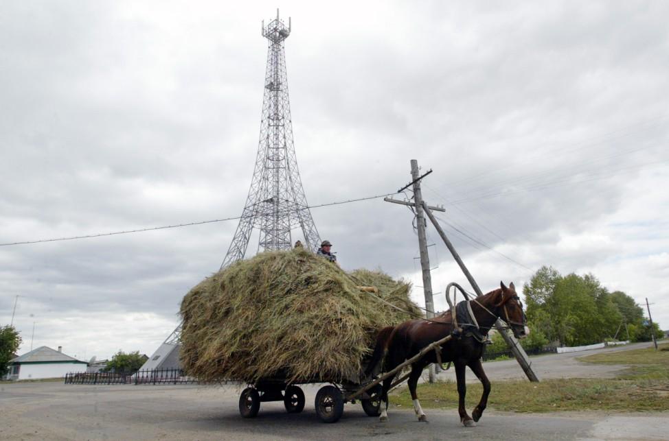 RUSSIA-PARIS-EIFFEL TOWER