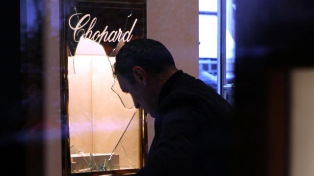 Fünf Männer überfallen das Juweliergeschäft Chopard in der Münchner Maximilianstraße