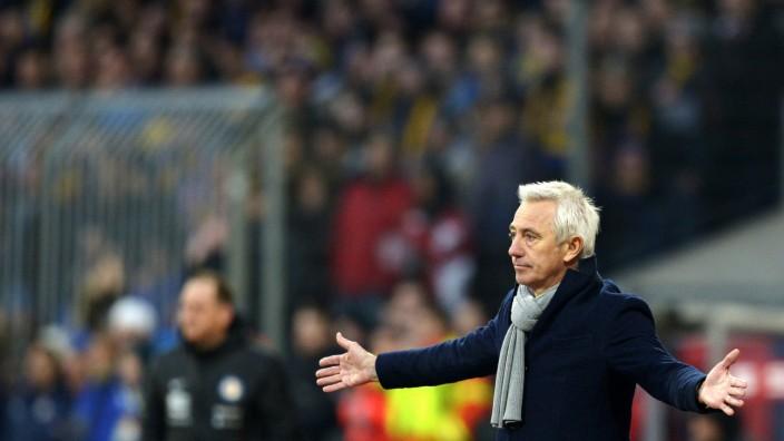 Hamburger SV's coach van Marwijk reacts during the German Bundesliga first division soccer match against Eintracht Brunswick in Brunswick