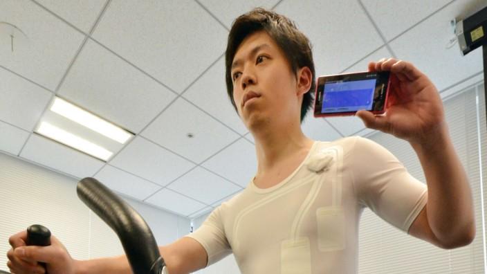 Boomsektor Mobile Health: Diese Unterwäsche der japanischen Firma Toray misst die Herzfrequenz des Trägers.