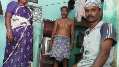 nackt alte indische frau