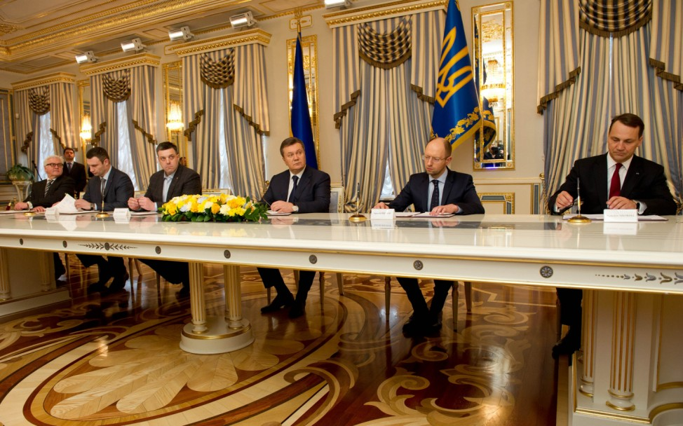 Vereinbarung über Krisenlösung in Kiew unterzeichnet