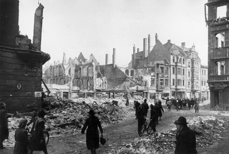 Zerstörtes Augsburg, 1944
