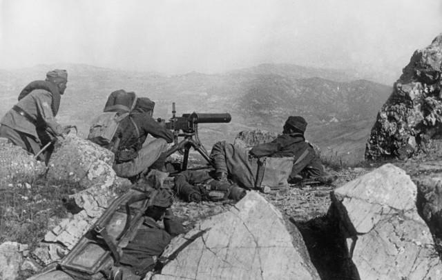 Italienische Maschinengewehrstellung an der griechisch-albanischen Front, 1940