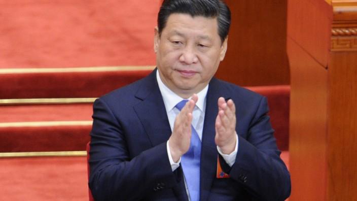 """Wandel in Chinas KP: Chinas Staatspräsident Xi Jinping zieht die Bremse: In Zukunft sollen Bewerber für eine Parteimitgliedschaft vor allem an ihrem """"Glauben an den Marxismus"""" gemessen werden."""