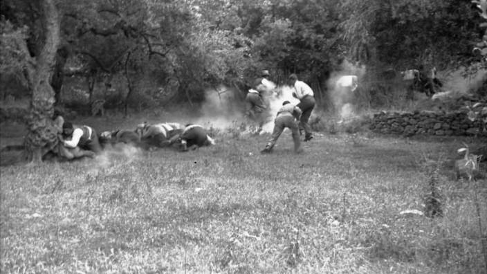 Ermordung von griechischen Zivilisten durch deutsche Fallschirmjäger auf Kreta 1941. Griechenland Zweiter Weltkrieg Verbrechen