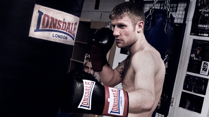 Markenimage: Der Boxer Tony Jeffries wirbt für die britische Sportmarke Lonsdale. Die will auch mit Hilfe deutscher Fußballklubs ihr braunes Image ablegen.