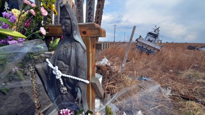 Tsunami in Japan: Am 11.März 2011 bebte die Erde, und das Unglück brach über die Sanriku-Küste herein. Die Spuren sind allgegenwärtig, hier in der Präfektur Fukushima.