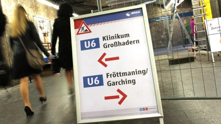 Bereits jetzt müssen die Fahrgäste am Sendlinger Tor mitunter ungewohnte Wege nehmen. Im nächsten Jahr wird der zentrale Kreuzungspunkt der wichtigsten U-Bahnlinien endgültig zur Baustelle.