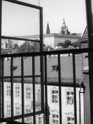 Blick aus Kafkas Wohnung im Schönborn-Palais auf die Prager Burg