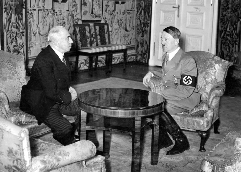 Adolf Hitler und Emil Hacha in Prag, 1939