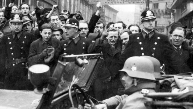 Tschechische Bürger protestieren gegen den deutschen Einmarsch, 1939
