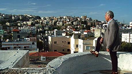 Yousef Marae auf dem Dach seines Hauses nahe Nazareth