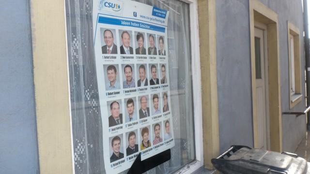 Die CSU-Plakate zieren bis heute die Unterkünfte der Erntehelfer.