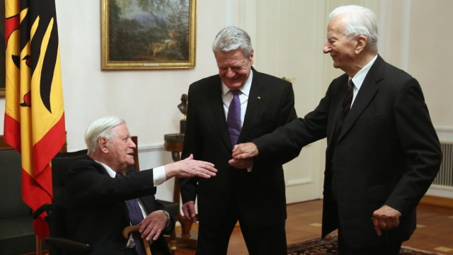 Gauck Holds Dinner For Helmut Schmidt 95th Birthday