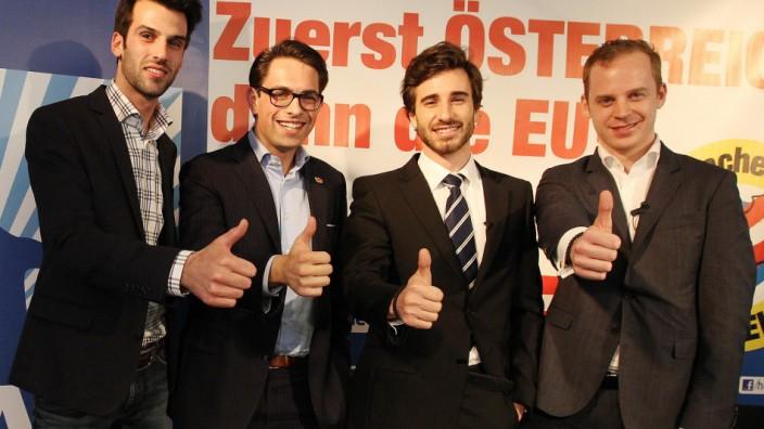 """Rechtspopulismus in Europa: Ihr Netzwerk nennt sich Yeah - """"Young European Alliance For Hope"""": Vertreter der rechten Jugendorganisationen Österreichs, Belgiens, Frankreichs und Schwedens (von links) verbünden sich."""