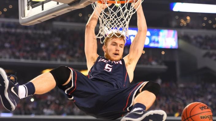 NCAA Final Four semifinals - Niels Giffey