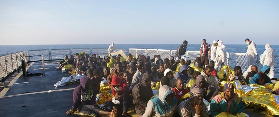 Italy rescues 800 migrants off Libya
