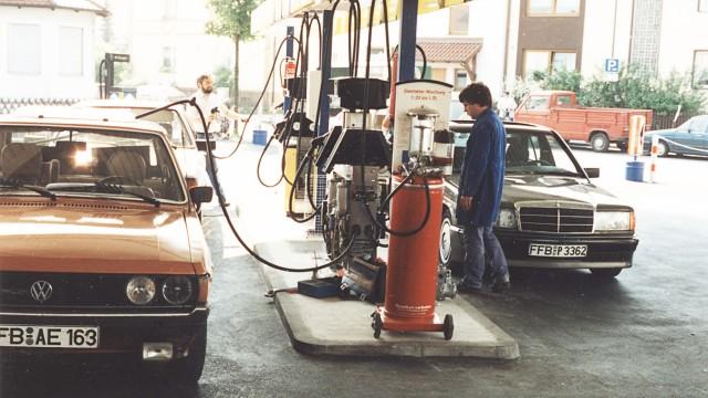 Die Tankstelle von Uwe Möderl in den 1980-er Jahren in Maisach.