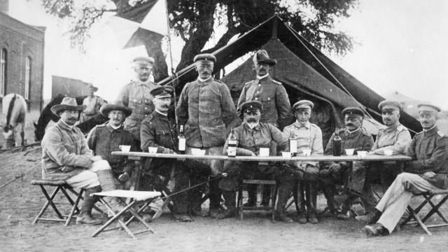 Lothar von Trotha mit Offizieren während des Herero-Aufstands, 1905
