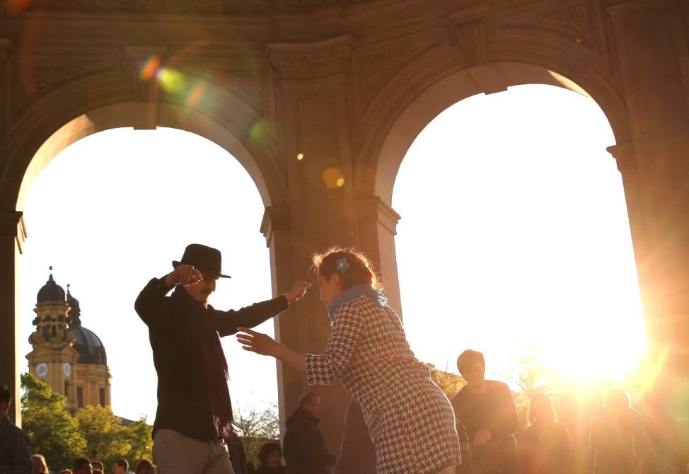 """Impression vom """"Swing""""-Tanz im Hofgarten."""