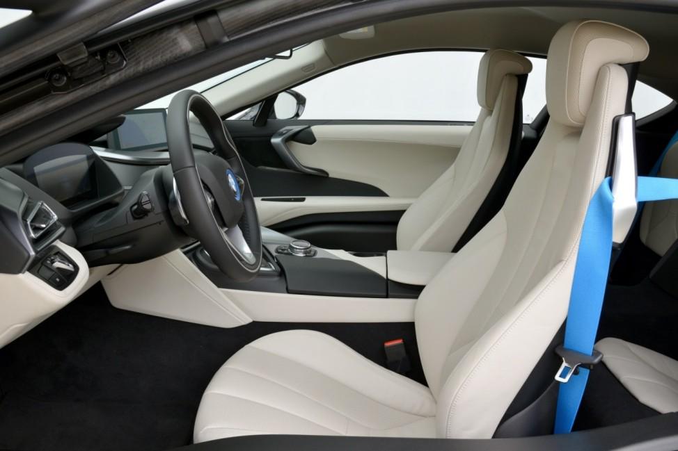 Der Innenraum des BMW i8.