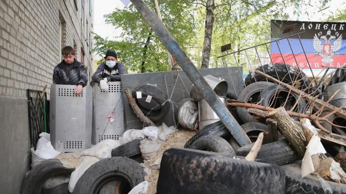 Militants Occupy Eastern Ukrainian City Of Slovyansk