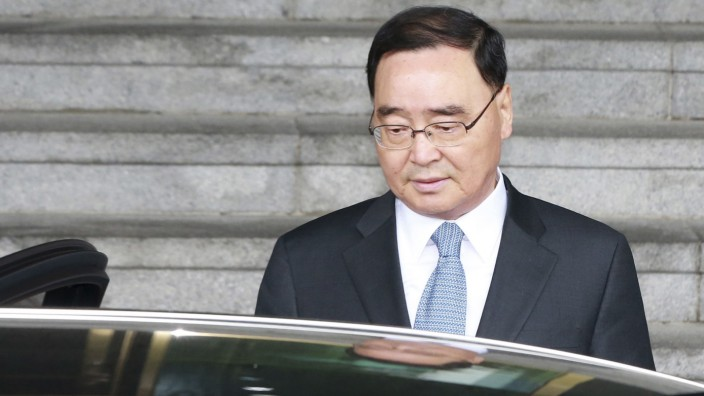 South Korean Prime Minister Chung Hong-won leaves after announcing his resignation at a news conference in Seoul