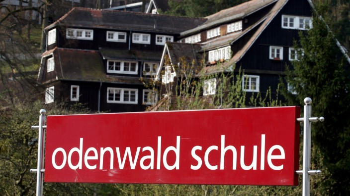 FILE - Weiterer Kinderporno-Verdacht in Odenwaldschule Odenwald School After Abuse Claims